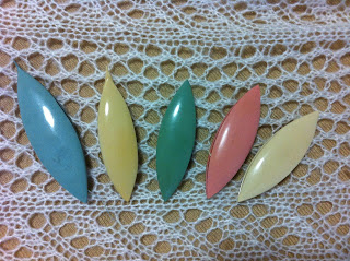 Celluloid tatting shuttles - various colors and sizes