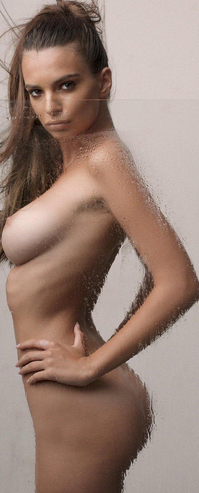 Emily Ratajkowski en topless