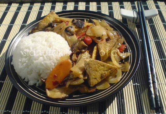 Tofu s bambusom i kineskim (shiitake) gljivama (C) Enola Knezevic 2012