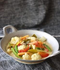 easy spicy thai vegetarian soup recipe tom kha