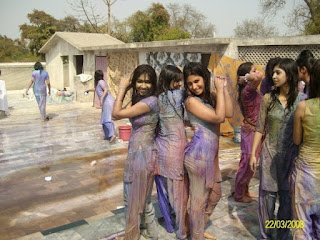 LUMS-university-girls-hot-and-sexy-color-day-photos-images-and-wallpapers