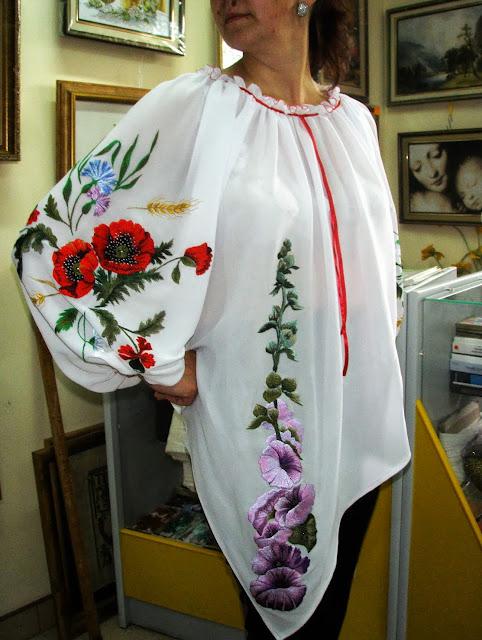 Сорочка з маками і мальвами від Руслани Равлюк з Бучача