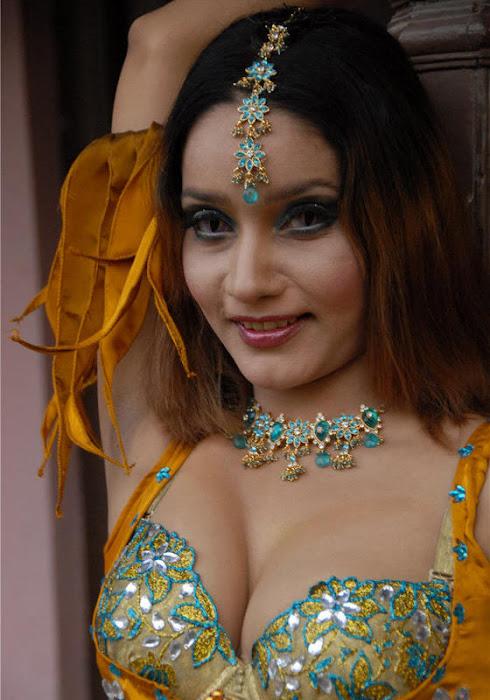 anu vaishnavi latest photos