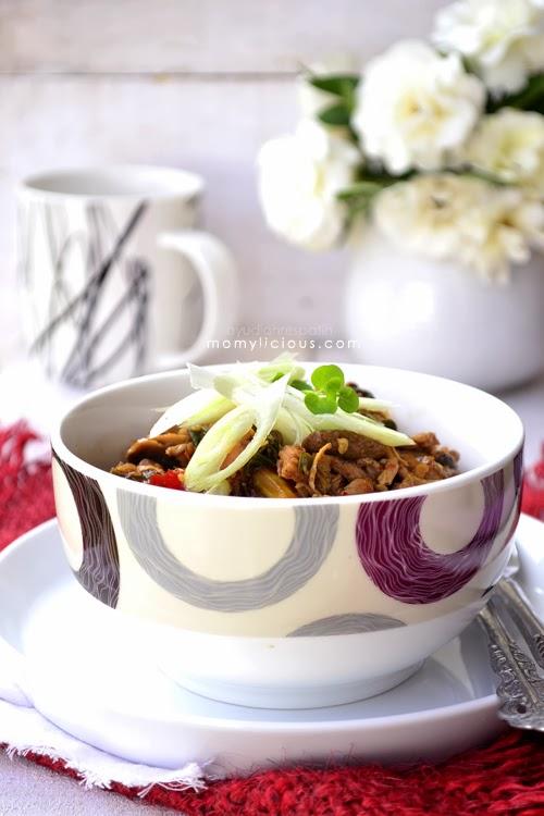 Gongso Ayam Suwir Jamur Kancing