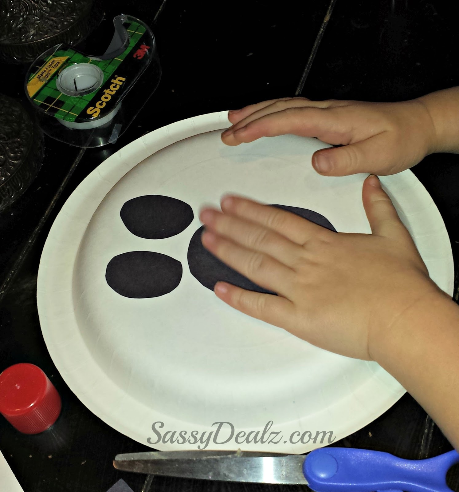 halloween paper plates Love halloween and paper plate crafts you'll love these halloween paper plate  crafts for kids to make – there's enough projects for the whole.