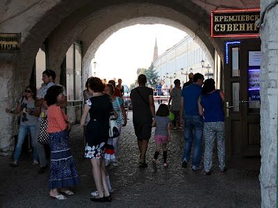 под Спасской башней Казанского кремля