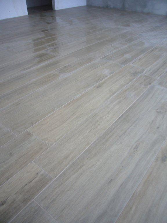 Pavimento in gres effetto legno gabbatore mattia for Pavimento senza fughe