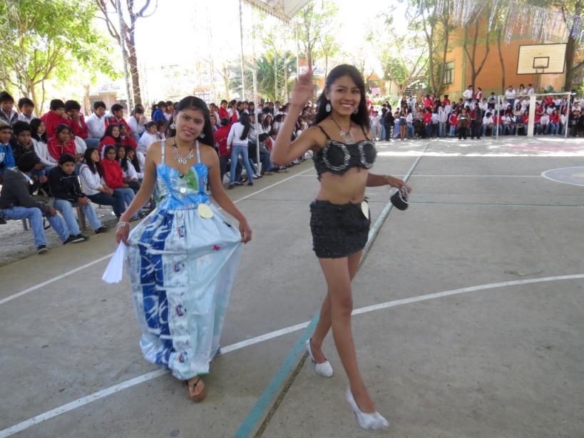 Liceo Tarija: DESFILE VESTIDOS MATERIAL RECICLADO