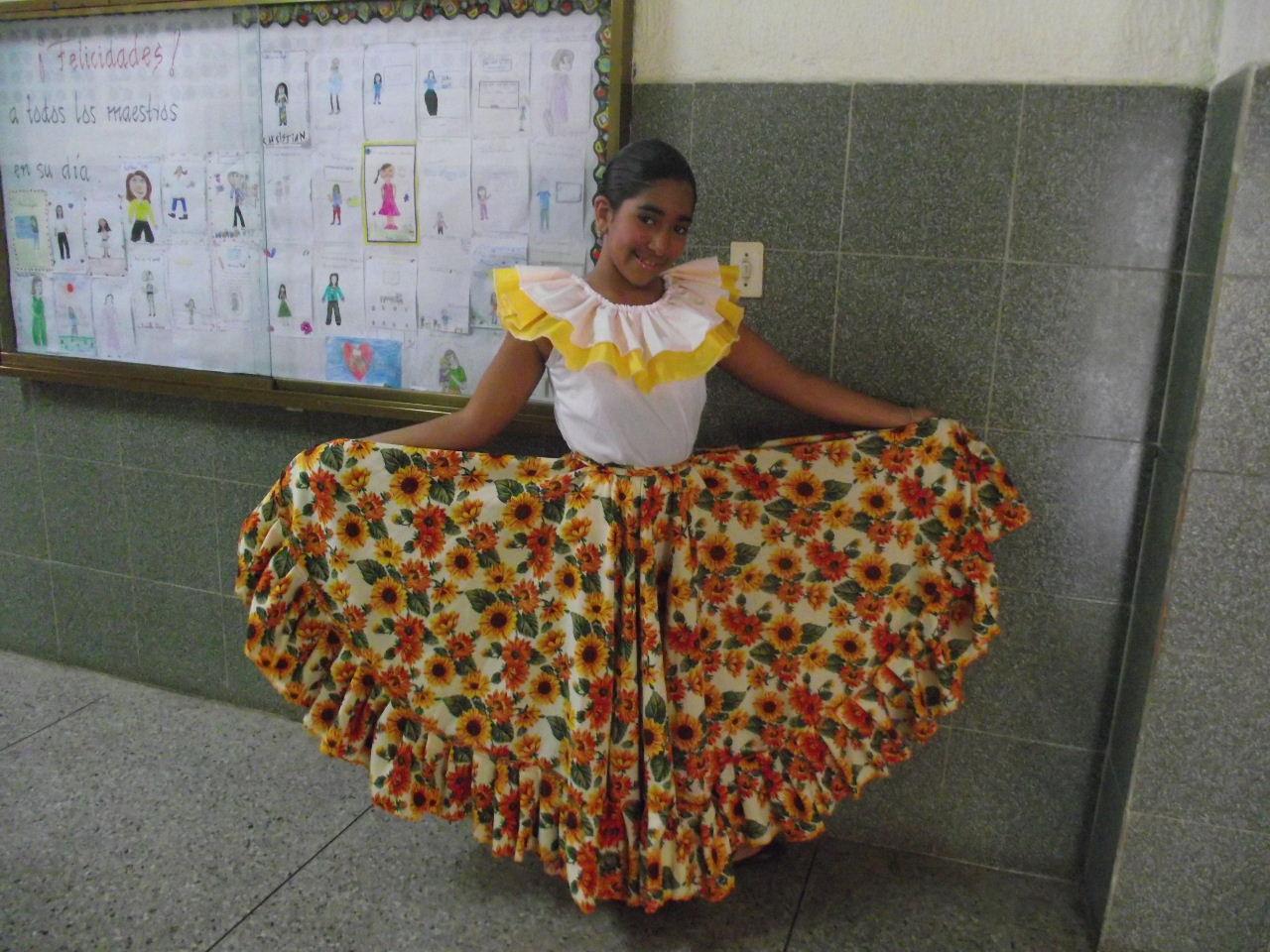 En la foto mi hija modelando su traje!!