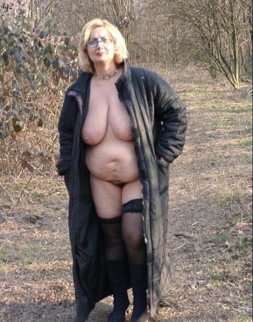 Alte Hänge Euter nackt in der Öffentlichkeit
