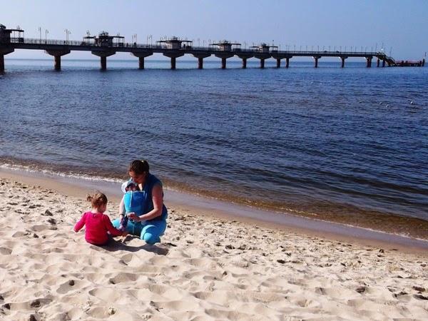 z dziećmi nad morzem