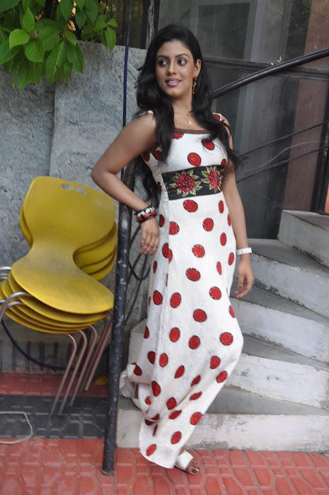 iniya @ mouna guru movie team press meet actress pics