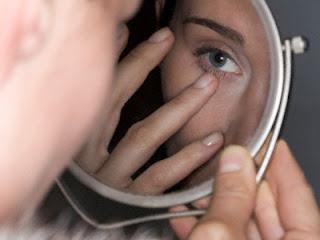Tips Hilangkan Cekungan Hitam di Bawah Mata