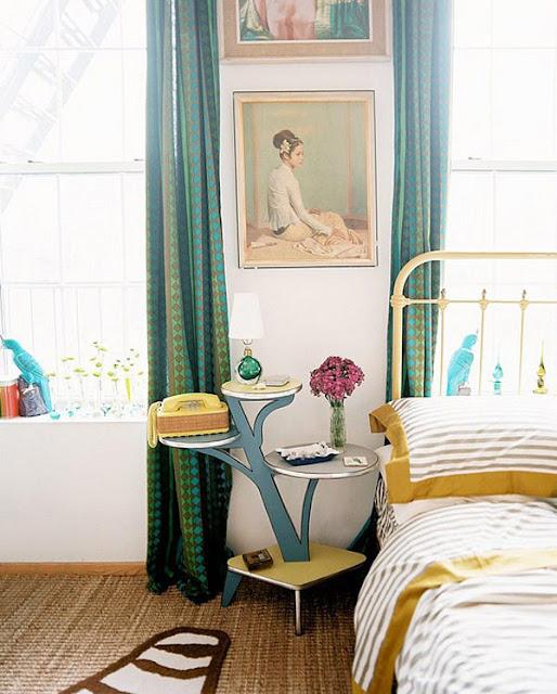 Blumenbank als Nachttisch und Telefontisch