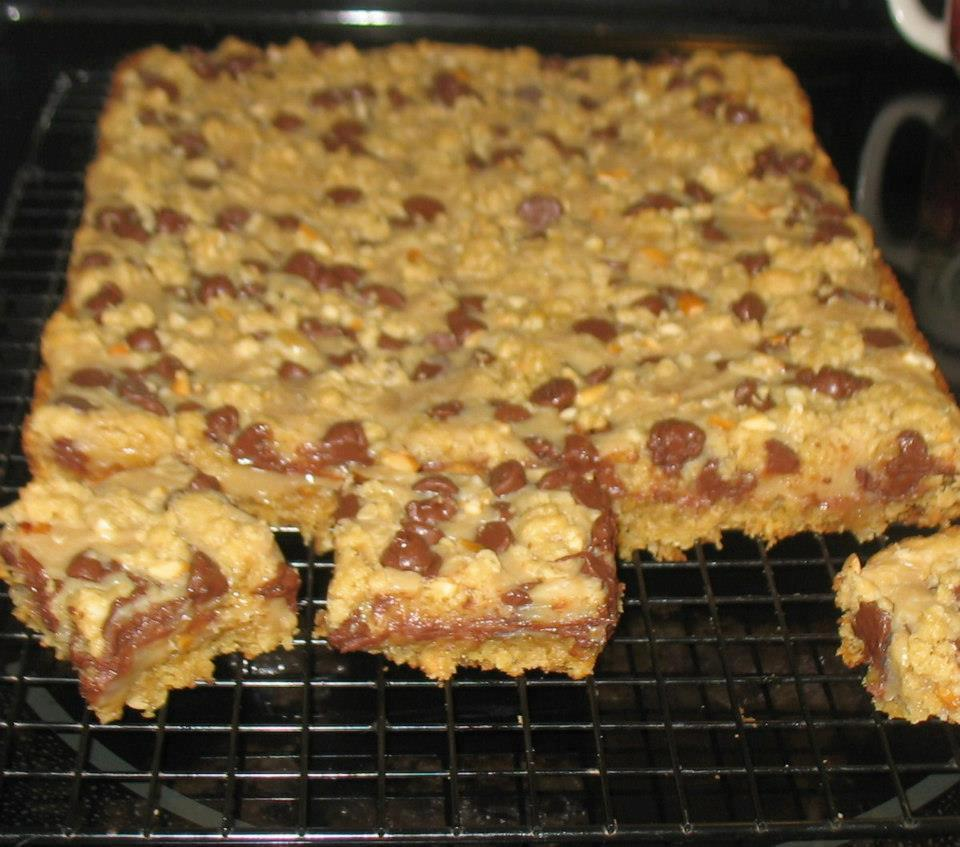 Ye Olde Journalist: Recipe: Chocolate Peanut Butter Bars
