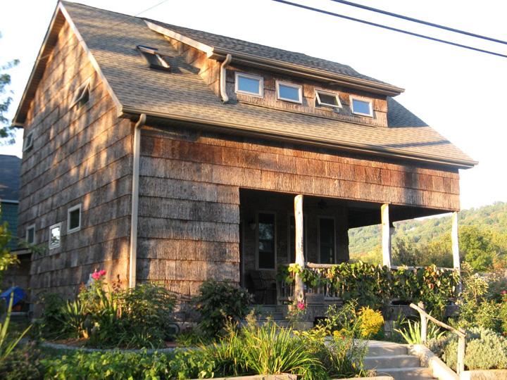 Garden Bloggers Fling A Bark House And An Edible Landscape