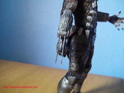 Visão da lâmina do Predador retraída.