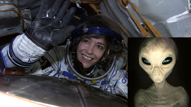 """Français """"ET AVERTISSEMENT"""" refait surface de l'astronaute"""