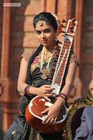 Amalapaul-in-Iddarammayilatho-Stills