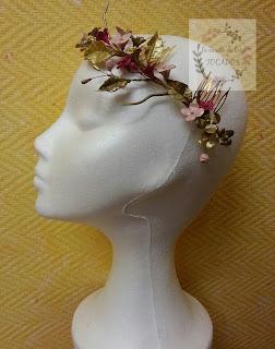semicorona de porcelana, estilo silvestre, en colores dorado, bronce, rosa nude y buganvilla