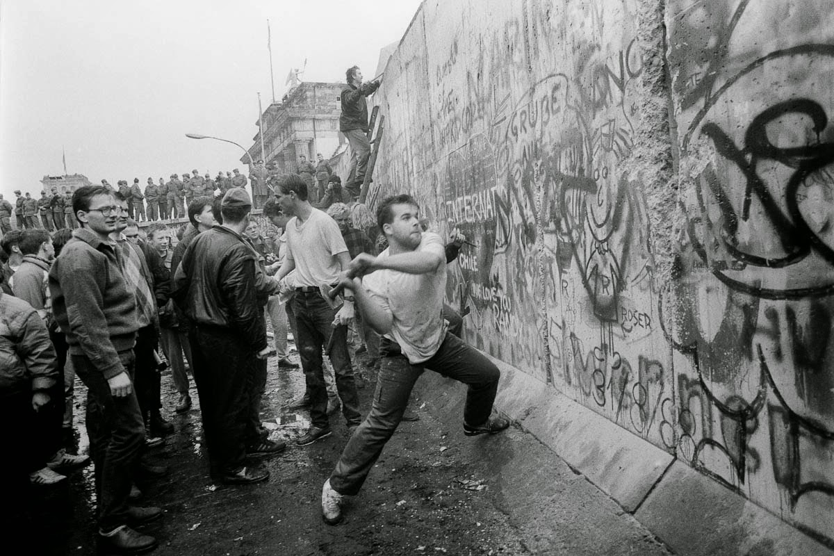 جدار برلين و قصته و لماذا تم انهياره او هدمه