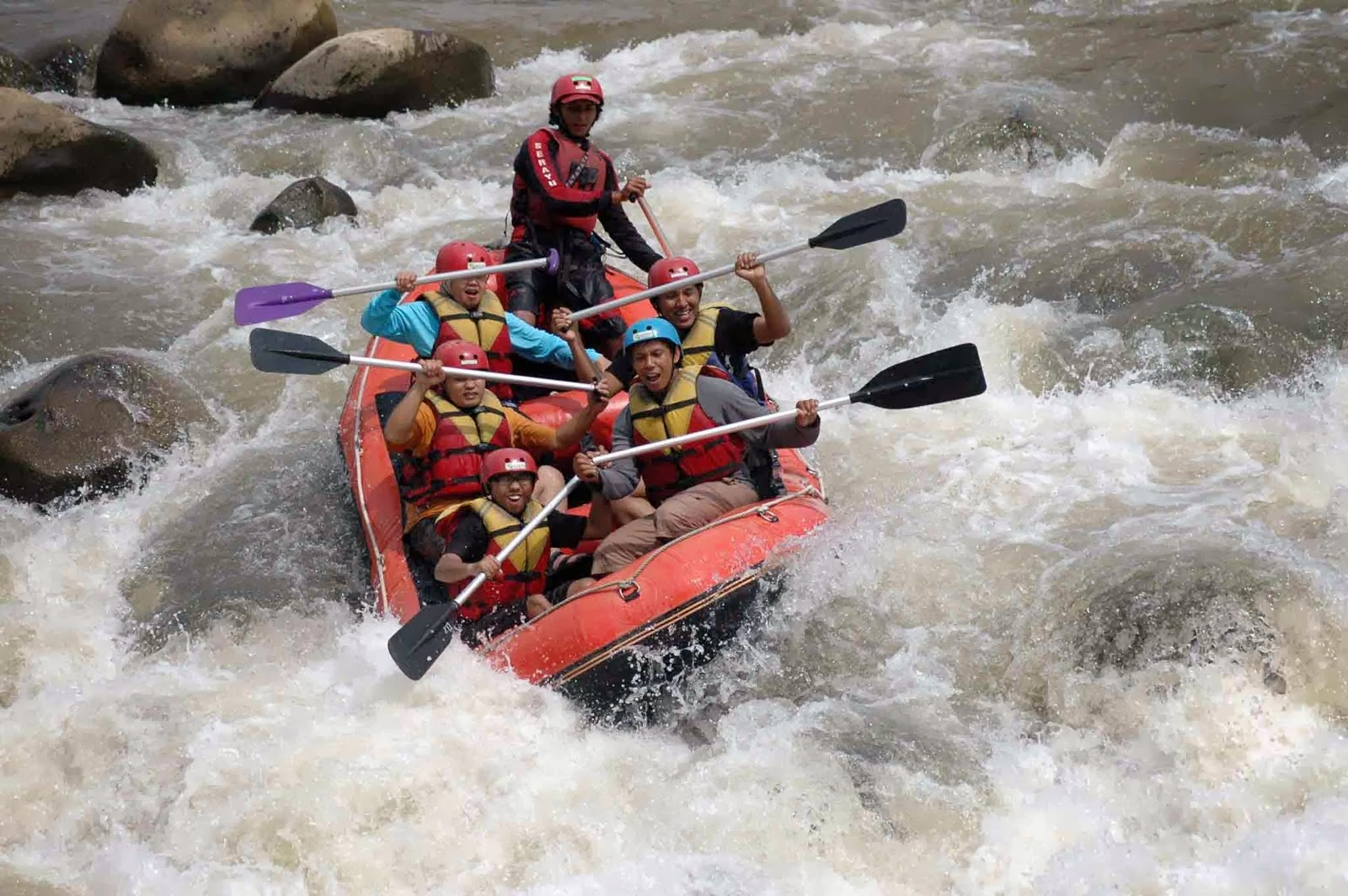 Serunya Rafting Sungai Serayu Banjarnegara