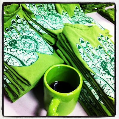 Your+mug+is+the+same+color+as+the+shirts.+Yes%252C+it%2527s+pretty.+Now+get+it+off+the+damn+folding+table.+%2523rookiemove - Soul Flower's In-House Screen Printing