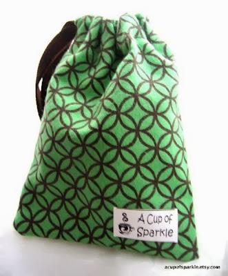 http://acupofsparkle.blogspot.com/2012/06/handmade-gift-pouch-tutorial.html