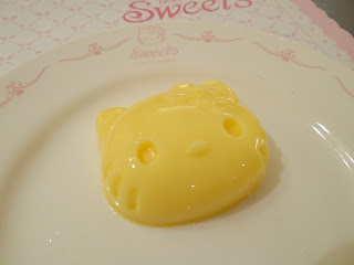 Hello Kitty Cafe, Hello Kitty restaurant, Hello Kitty pudding