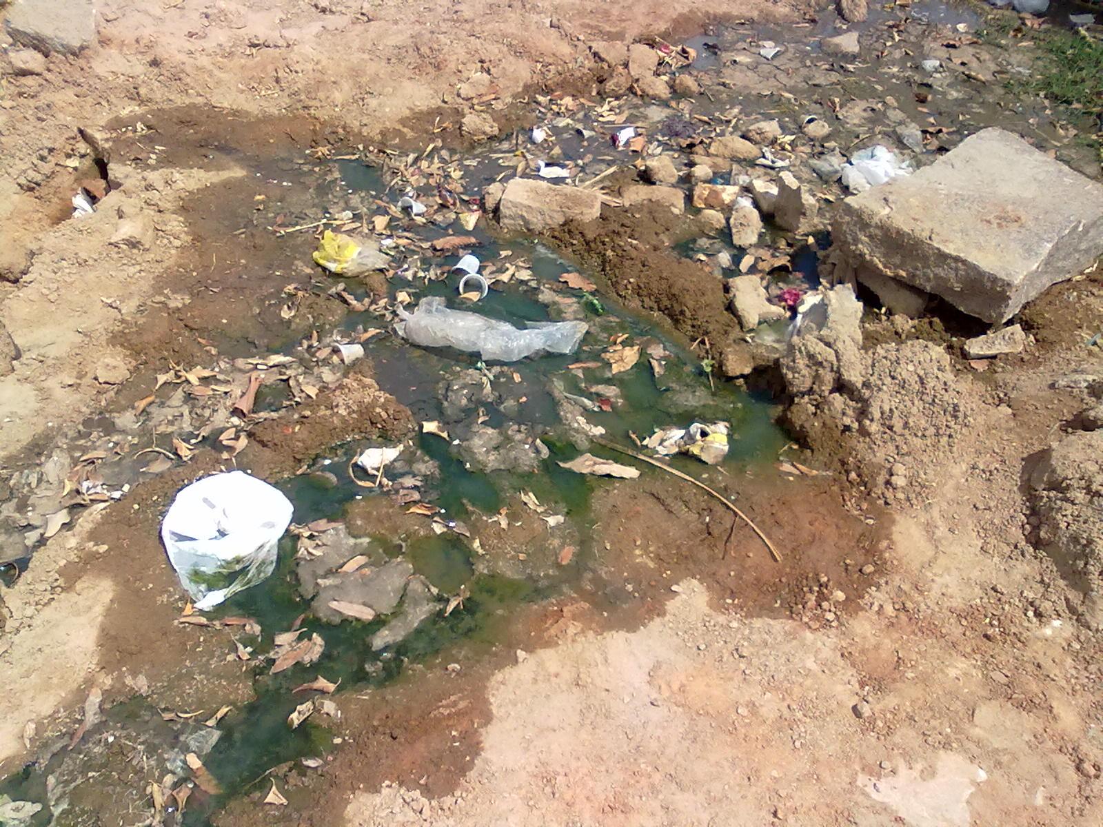 População reclama de esgoto a céu aberto no Bairro Maia ~ BLOG DA  #926639 1600x1200 Banheiro Com Cheiro De Esgoto