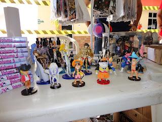 Bonecos dos personagens.