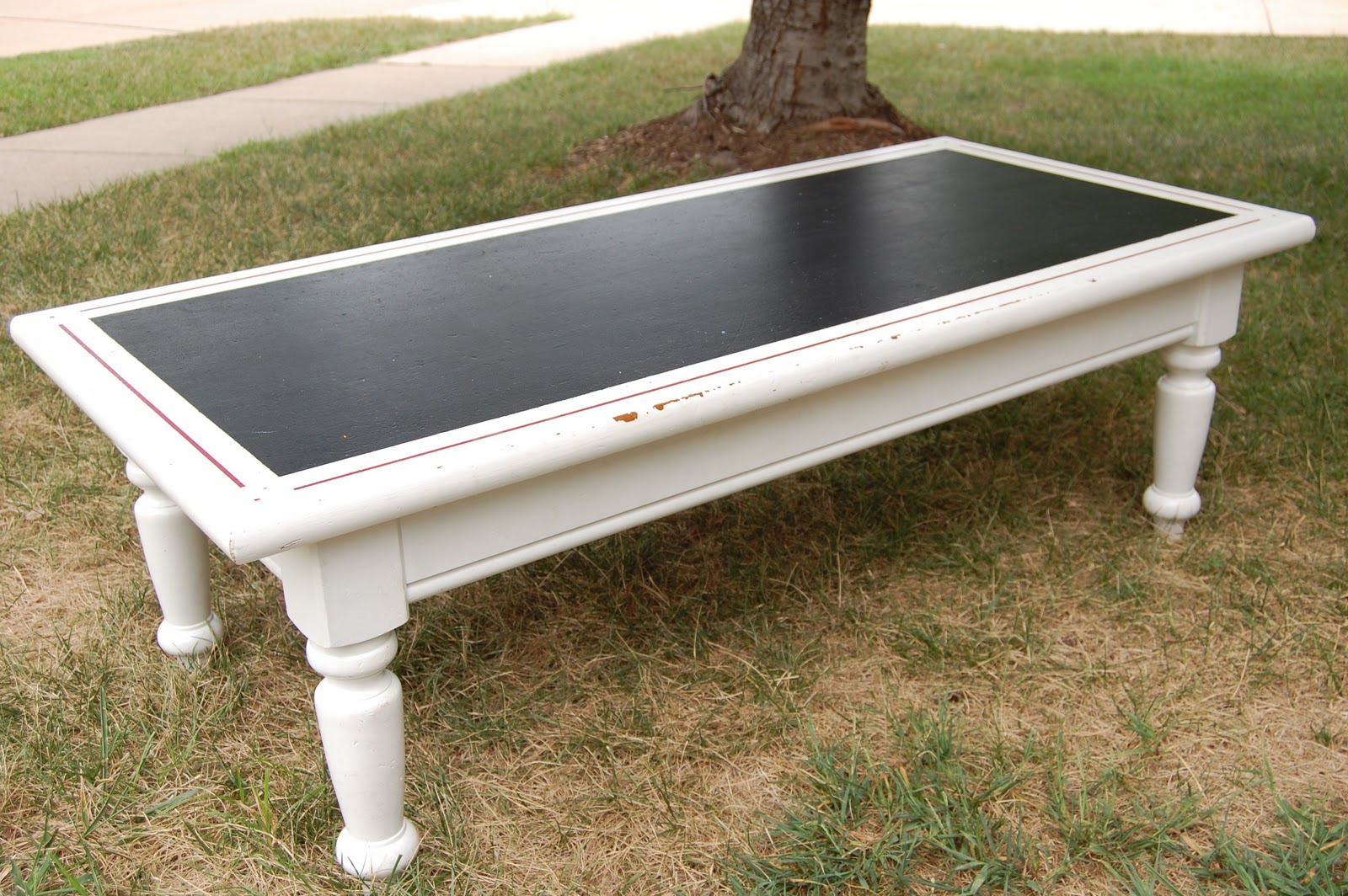 A Sprinkle Of This Coffee Table Makeover - Chalkboard paint coffee table