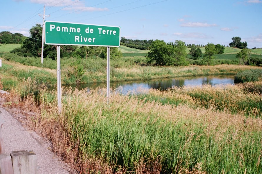 Pomme de Terre River flows just to east of Morris MN