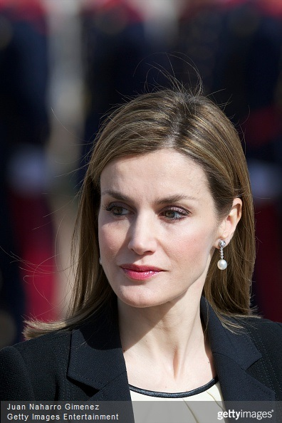 Queen Letizia of Spain waits to receive the President of Colombia Juan Manuel Santos (not pictured) and Maria Clemencia Rodriguez de Santos at El Pardo Royal Palace