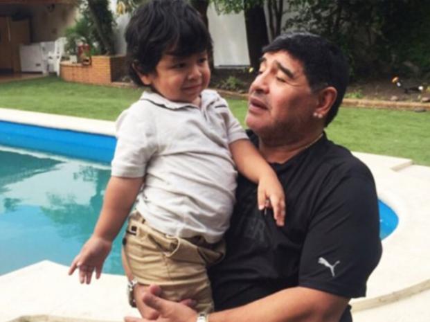 Diego Maradona se reencontró con su pequeño hijo en Devoto