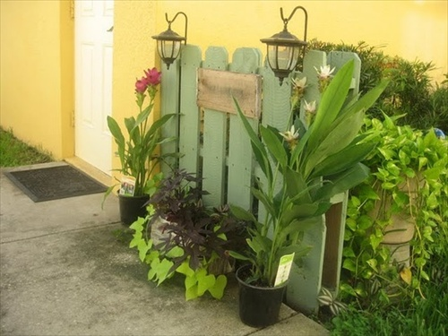 Wood Pallet Garden Fence