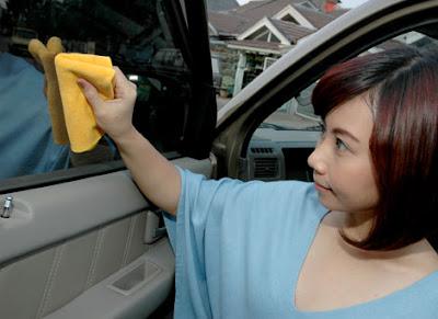 Kaca Mobil yang Bersih