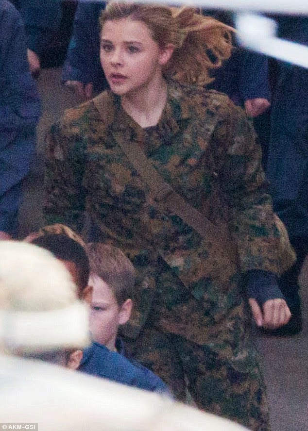 chloe grace moretz 5th wave movie behind the scenes