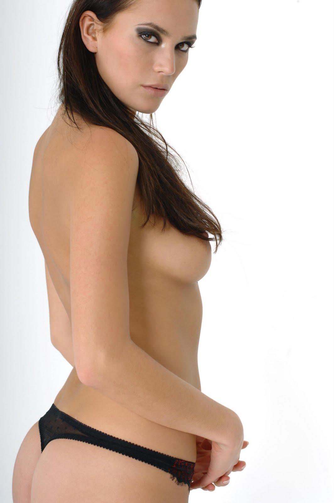 http://2.bp.blogspot.com/-0d6dcns0Sxg/TZoss4aSPNI/AAAAAAAAIas/jM4lgq87XCw/s1600/Lucy%2BClarkson4.jpg