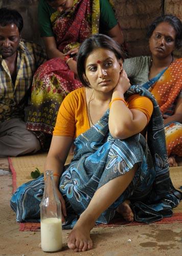dandu-palyam-movie-heroine-pooja-gandhi-stills3