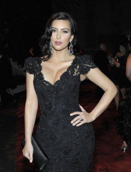 ... Profil, Foto Seksi & Video Porno Kim Kardashian, Artis Hollywood Panas