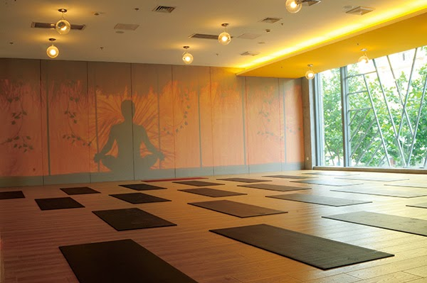 Luxury home yoga studio design  Avoid any kind of hard surface as flooring  to give a comfortable and relaxing feel to