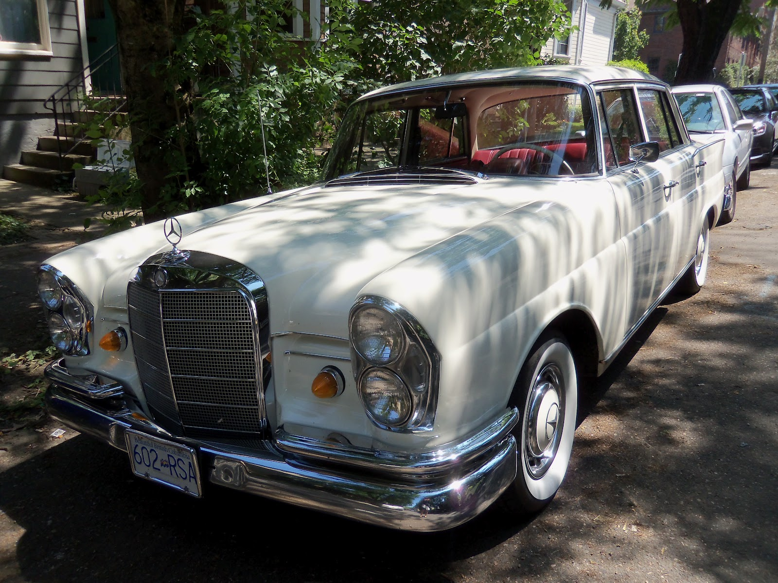 Mercedes benz luxury car 230 s white cool parked wheels for Mercedes benz luxury car