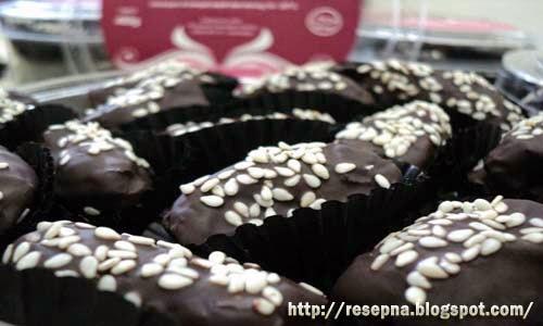 Resep Kue Ramadhan : Kurma Cokelat Kacang Mede