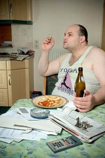samotność, stereotyp, brzuch, łysina, piwo