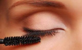 كيف تجعلين رموشك أكثر طولاً وكثافة,eyelashes