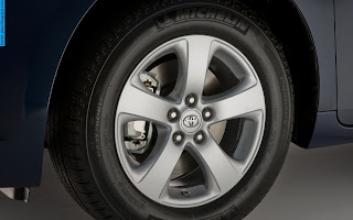 Toyota sienna car 2013 tyres/wheels - صور اطارات سيارة تويوتا سيينا 2013