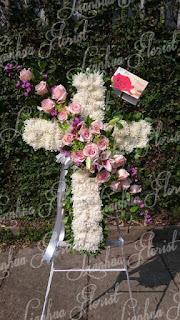 toko bunga dijakarta, rangkaian bunga salib, standing flower, toko bunga murah, florist dijakarta, standing salib, karangan bunga salib