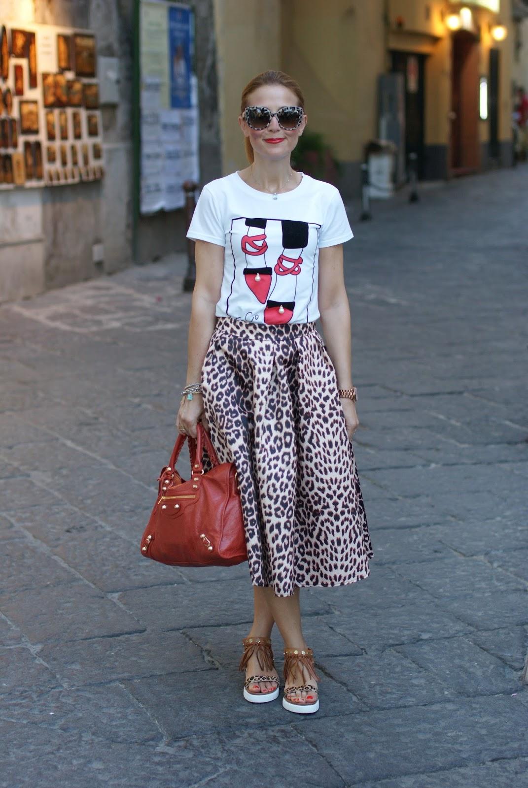 Leopard bon ton with Dolce & Gabbana leopard sunglasses found on Giarre.com, leopard print midi skirt on Fashion and Cookies fashion blog, fashion blogger style