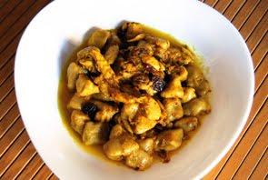 Gnocchi di ricotta con rana pescatrice e uva passa su coulis di mango e curry di Java